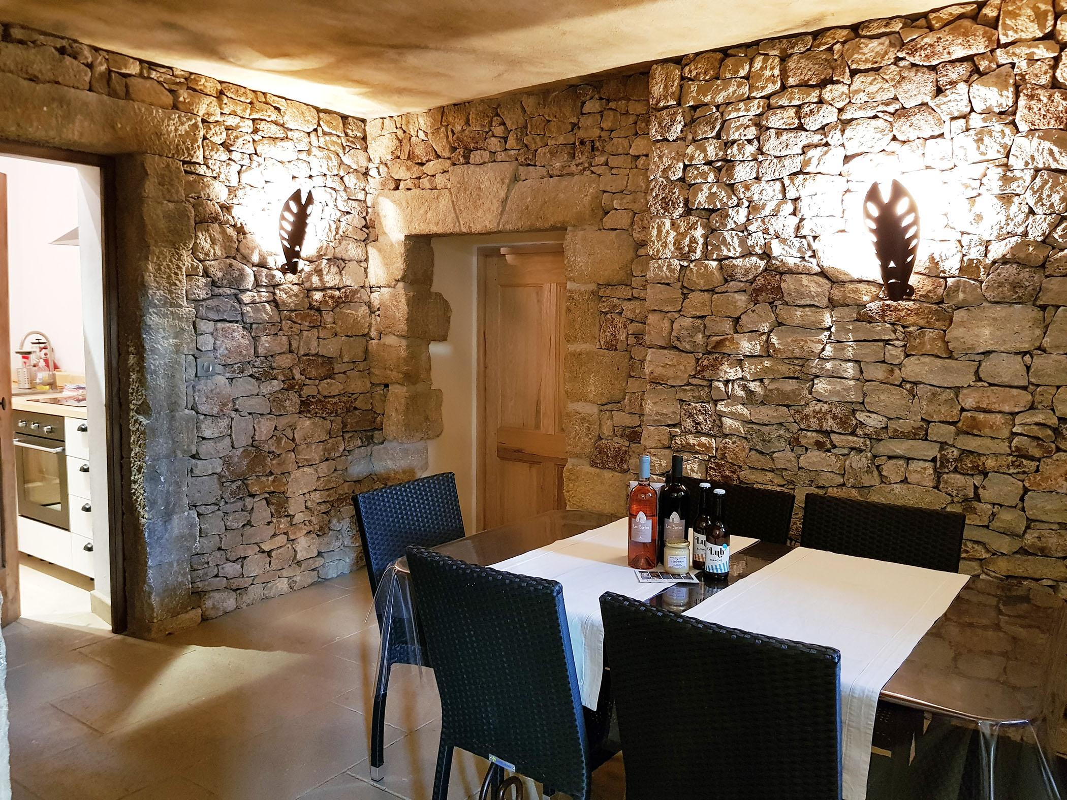 La Porte De La Cuisine la salle à manger avec la porte de la cuisine. - mazet