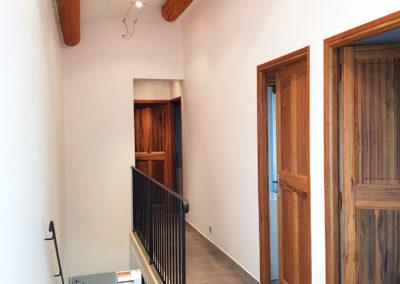 Le couloir de l'étage avec les chambres N°3, 4 et 5, ainsi que la salle de bain.