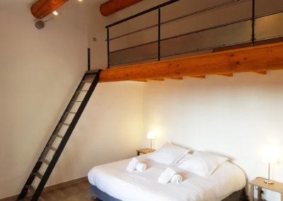 La chambre N°2 et sa mezzanine, située à l'étage.