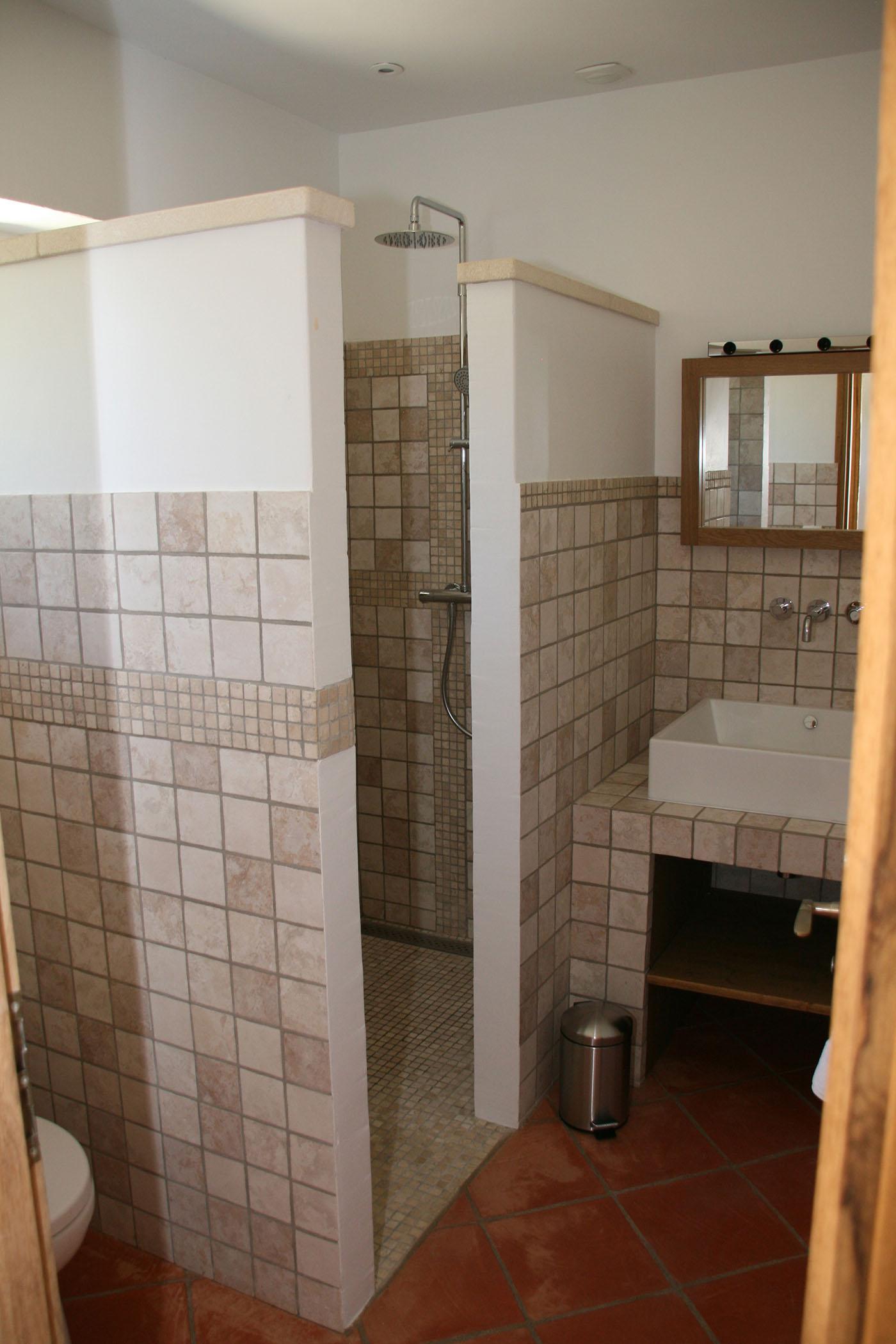 La salle d\'eau de la chambre parentale de l\'étage. - Mazet