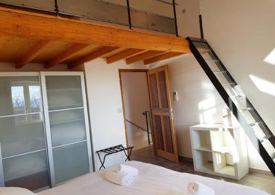 Vue d'ensemble de la chambre N°3 et sa mezzanine.