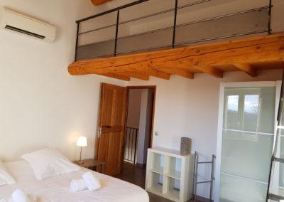 La chambre N°5 située à l'étage.