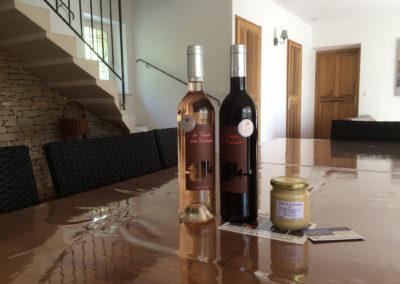 Le Luberon est une région très connue pour le vin et le miel.