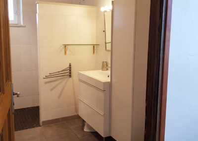 La salle d'eau de l'étage qui est à côté de la chambre N°2.
