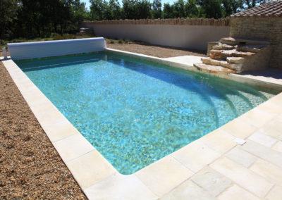 La piscine en pierre.