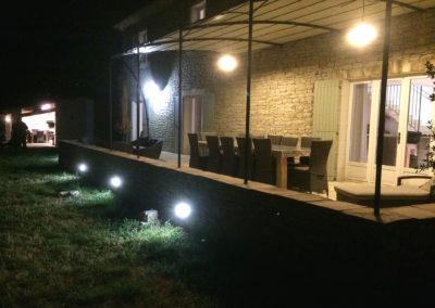 La terrasse vue de nuit.